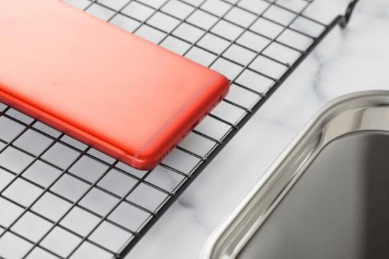 魅蓝Note6猩焰红开箱体验 不愧为最红青年神器