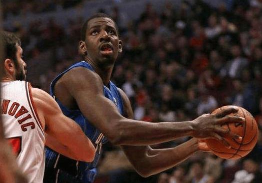 广东新援本月抵达球队 5年NBA生涯场均战14分钟