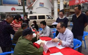 防城港东兴市举行联合大接访暨信访法治宣传活动