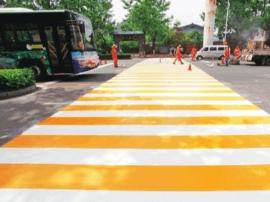 宜昌城区沿江大道新增彩色斑马线醒目又美观