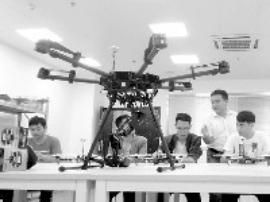 广州一群大学生要考无人机驾照 80名额1分钟抢光