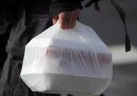 """快递外卖刚需,中国治理塑料""""白色污染""""前路如何"""