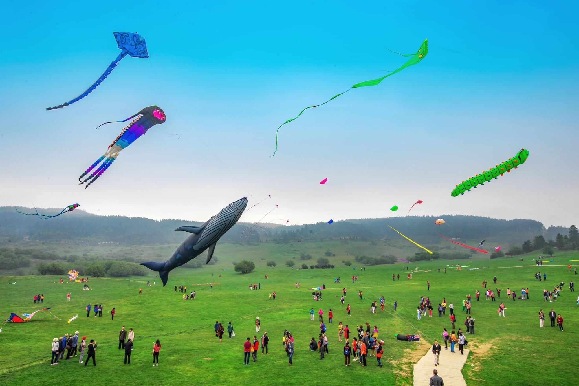 去仙女山放风筝 火车都在天上飞!