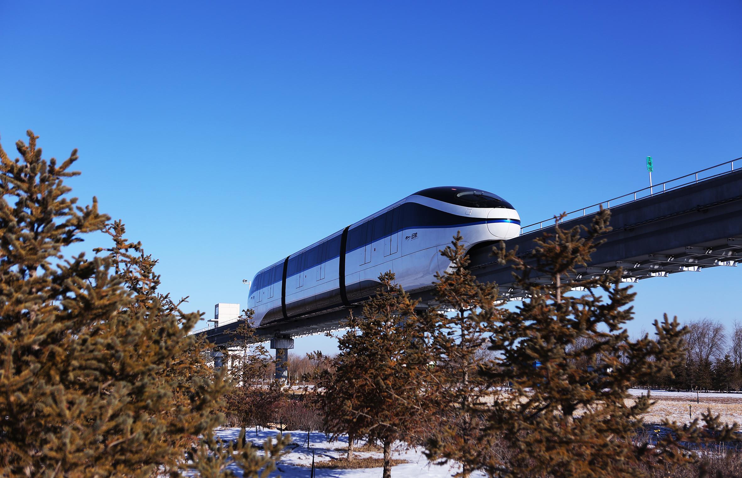 中国首条无人驾驶的跨座式单轨线路正式通车运行