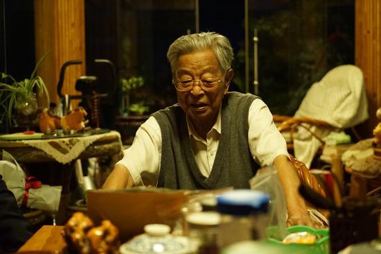 号外|90岁褚时健:每天上街买菜 坚持看新闻联播