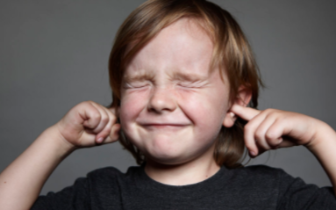 飞机起飞降落时 让耳朵炸裂的痛感是哪来的?
