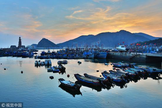 大连市区内最后的渔港,渔人码头 / 视觉中国