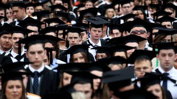新西兰学生调查:读完大学一生增收600万