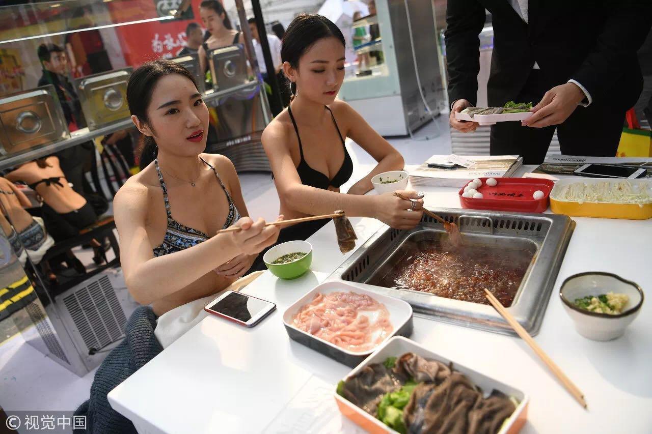 """一个重庆人最大的妥协莫过于""""好嘛,吃鸳鸯锅"""" / 视觉中国"""