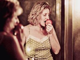 对着镜子进食 食物更加好吃