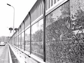 琴亭桥隔音玻璃又破9块 部门:将加装铁丝防护网