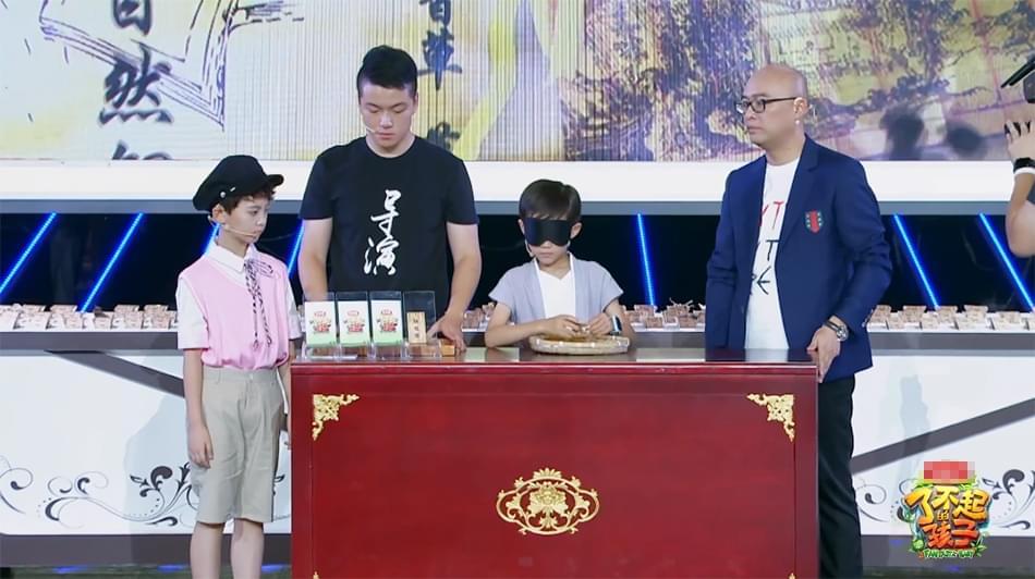 """《孩子2》""""小吴亦凡""""""""小鹿晗""""同台尬照摆pose"""