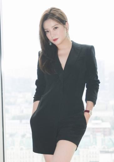 赵薇谈女儿小四月的日常:衣服她都自己穿 没人管