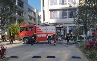 清远公安消防局 在市人民医院开展灭火救援实战演练