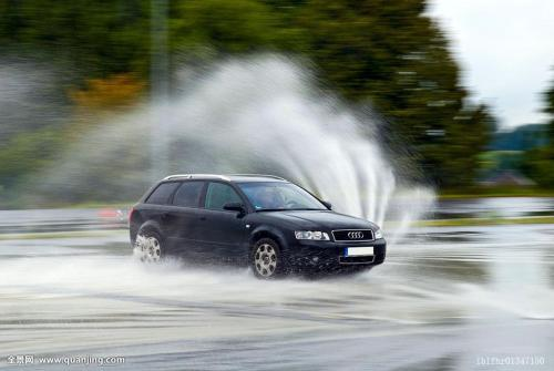 自动驾驶汽车在雨中行驶为什么如此困难?