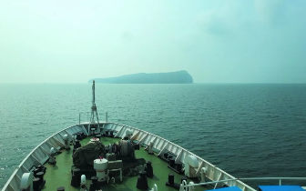渔政全力巡航 游客不再骚扰涠洲岛鲸鱼尽情嬉戏