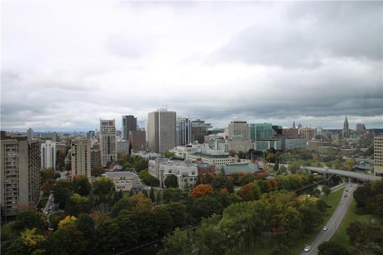 从渥太华大学教学楼俯瞰城市
