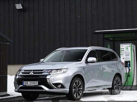 三菱:插电式混合动力小型车成本效益低