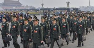 解放军和武警部队代表团入场