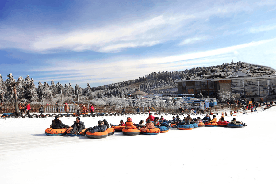 赏雪滑雪 观中国唯一世界自然遗产洞穴