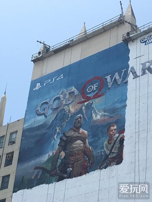 《战神》E3巨型墙体海报初现真容 奎爷父子亮相