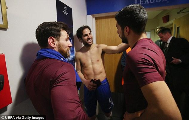 小法赛后与梅西苏神畅聊+换球衣 场下依旧兄弟情深