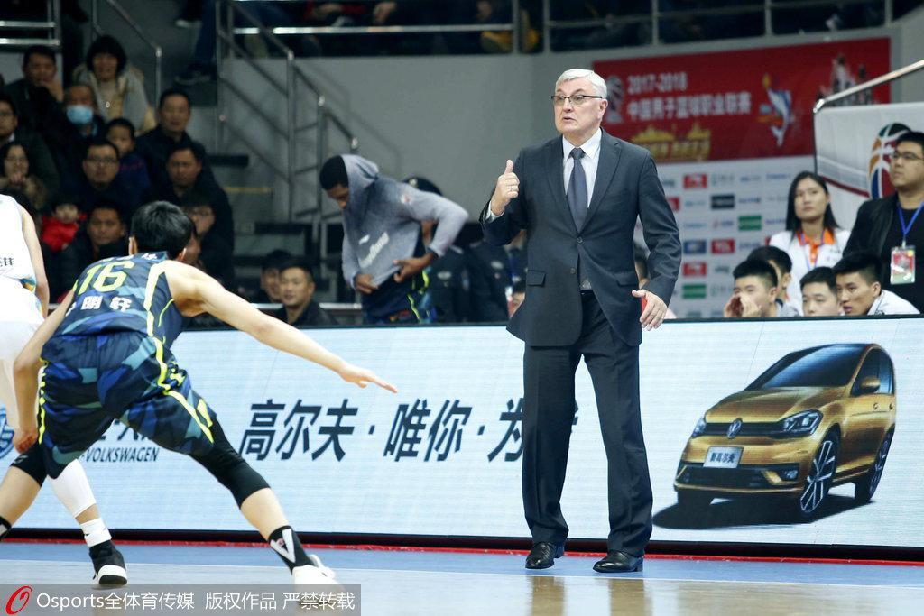 广东6连胜福建无缘季后赛 记者问题令老尤一脸诧异