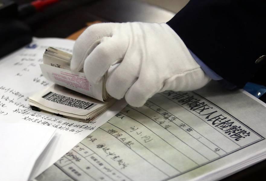 出纳员挪用千万余元公款 用于嫖娼买彩票