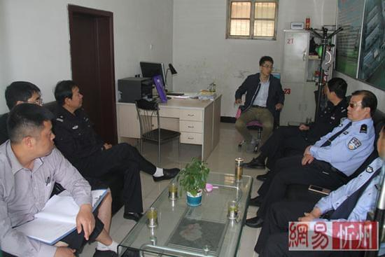 原平交警大队深入危化企业 切实加强源头管理