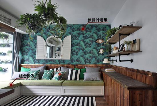 棕榈叶的墙纸拼接原木造型的木板
