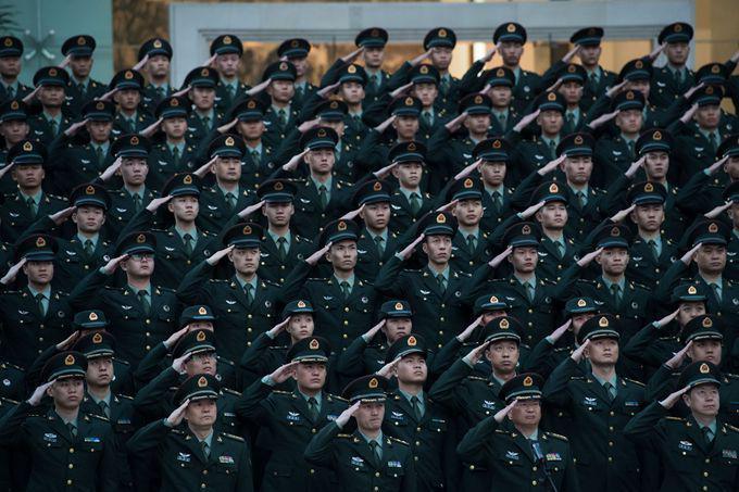 解放军新一代共同条令发布:新增军人网购规范