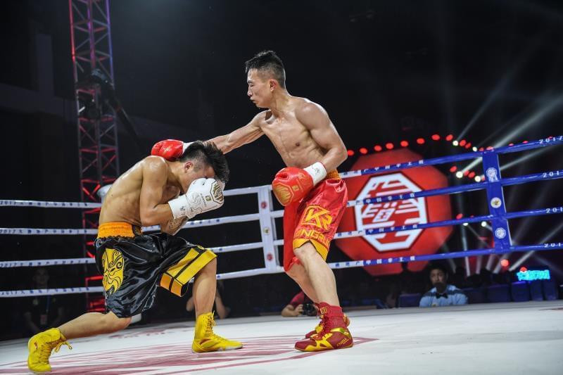 中国拳王赛南宁站名将均告捷 常勇进金腰带争霸战