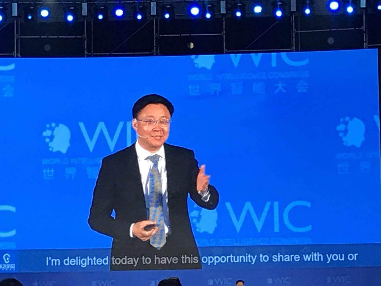 刘庆峰:AI翻译已达英语六级 未来是人机耦合时代