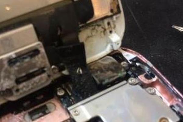 天气太热:女孩逛街iPhone被烤化