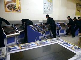 咸宁警方接投诉后开展突击行动 收缴178台赌博机