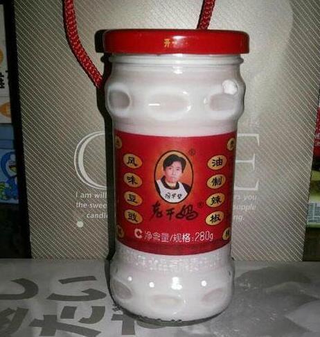 母上……用老干妈的瓶子……给我装了一瓶……洗…面…奶 正儿八经的辣眼睛!