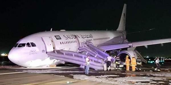 沙特A330起落架无法放出紧急迫降