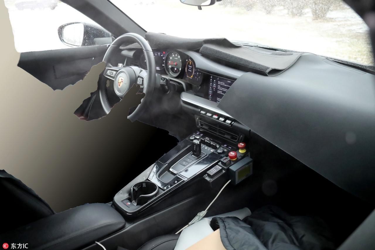 有望搭载混动系统 全新一代911内饰谍照