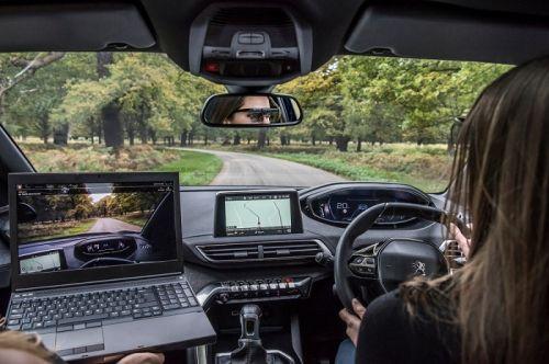 """标致发布驾驶员分心报告 7%时间""""眼睛不在路上"""""""
