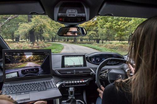 标致发布驾驶员分心报告 7%时间眼睛不在路上