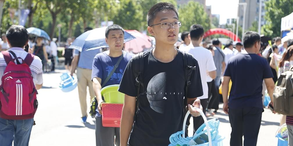 清华新生的大学第一天:5公里路打车堵1小时
