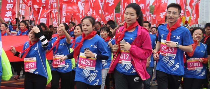 南昌国际马拉松 万名跑者决战英雄城