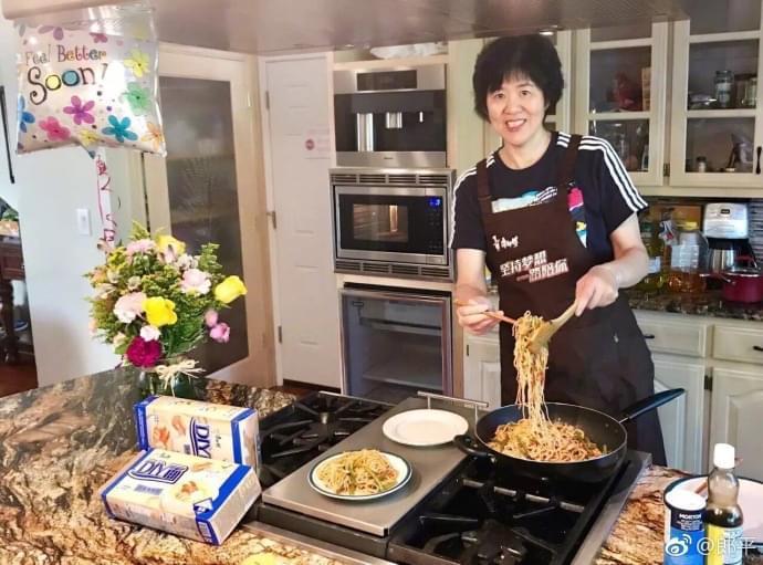 读懂郎平术后亲自下厨的笑容 什么才是女排精神?