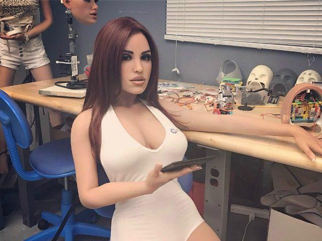 这款男版成人机器人不光是个玩具,还能陪女性聊天