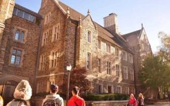 美国本科留学 校方录取看重的条件有哪些?