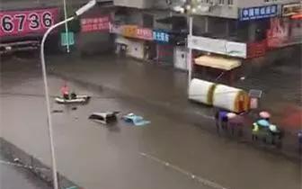 积水 瓦房店骤降暴雨致桥下积水 两车被淹3人遇难身亡
