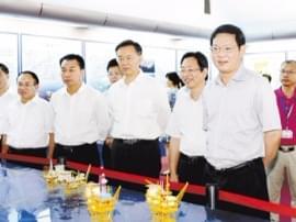 郑人豪姜建军率队到南海西部石油管理局调研