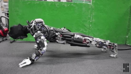 """日科学家研发""""出汗机器人"""" 让机器人保持清爽"""