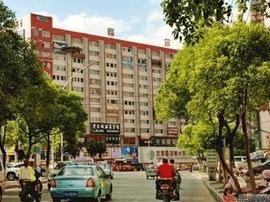 黄州摩尔城123处户外非法广告牌将被拆除