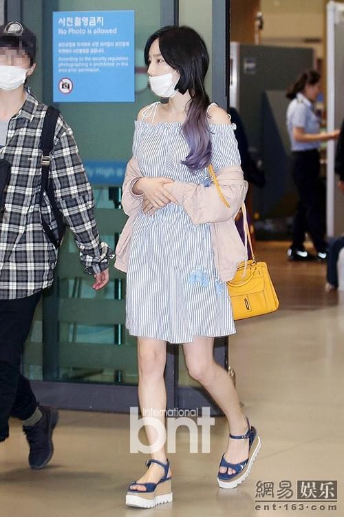 少时泰妍入境返韩 口罩遮面难掩靓丽美貌